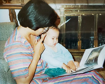 Linda Sue reading to her daughter
